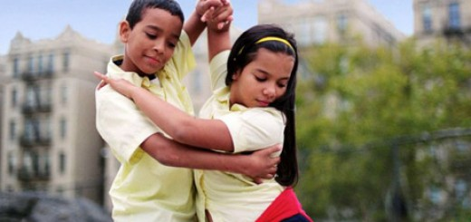 Bambini che danzano in coppia